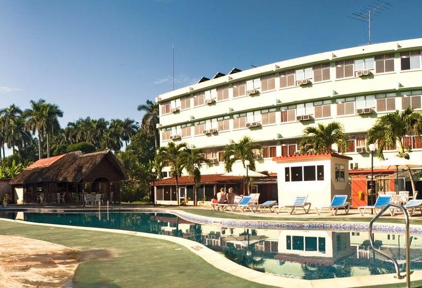 Mariposa, Hotel